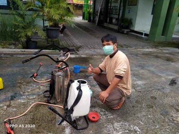 Pencegahan Virus Covid-19 MAN 2 Sleman Lakukan Penyemprotan Disinfektan