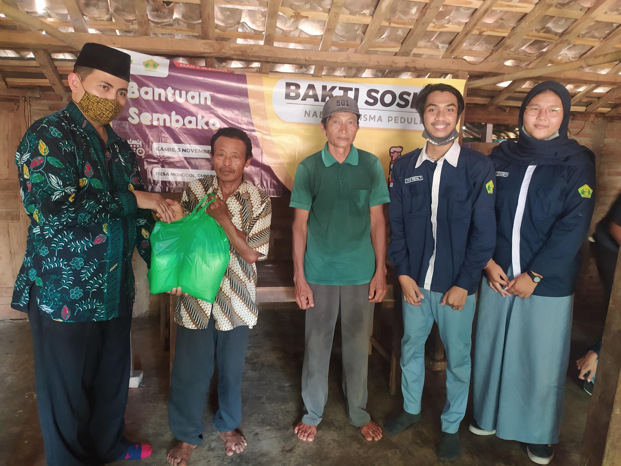 OSIS Naba Kharisma MAN 2 Sleman Laksanakan Bakti Sosial di Gunungkidul